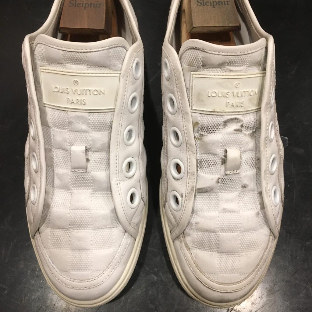 靴磨きルイヴィトンのスニーカー