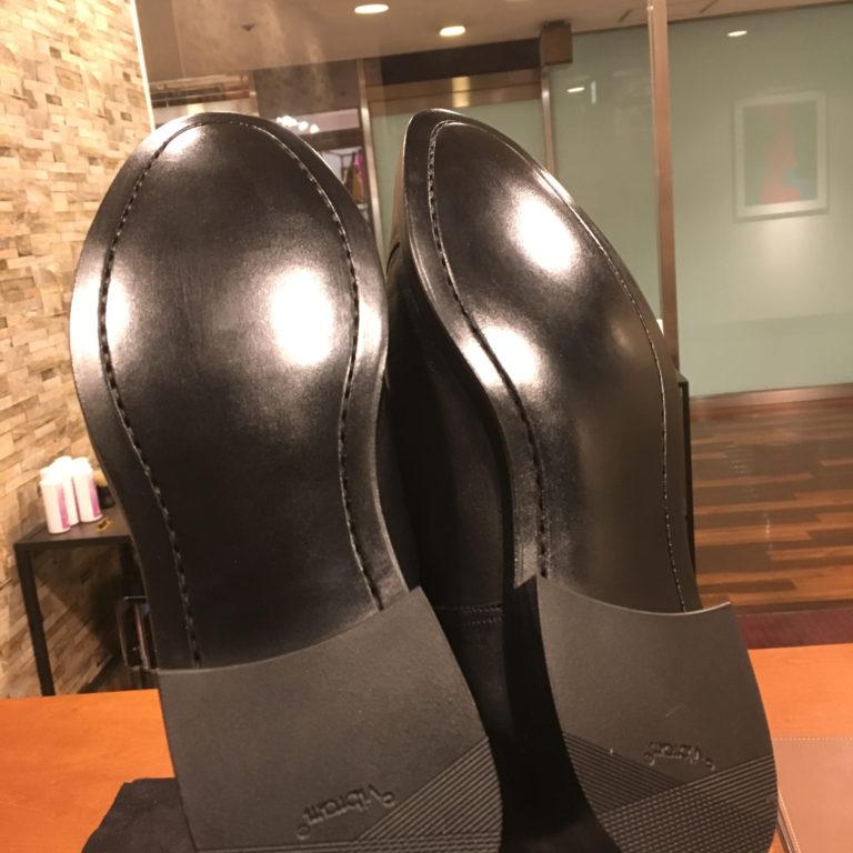 靴修理カラス仕上げ