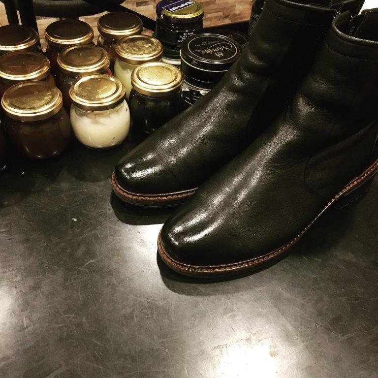 靴磨き女性専用靴磨き