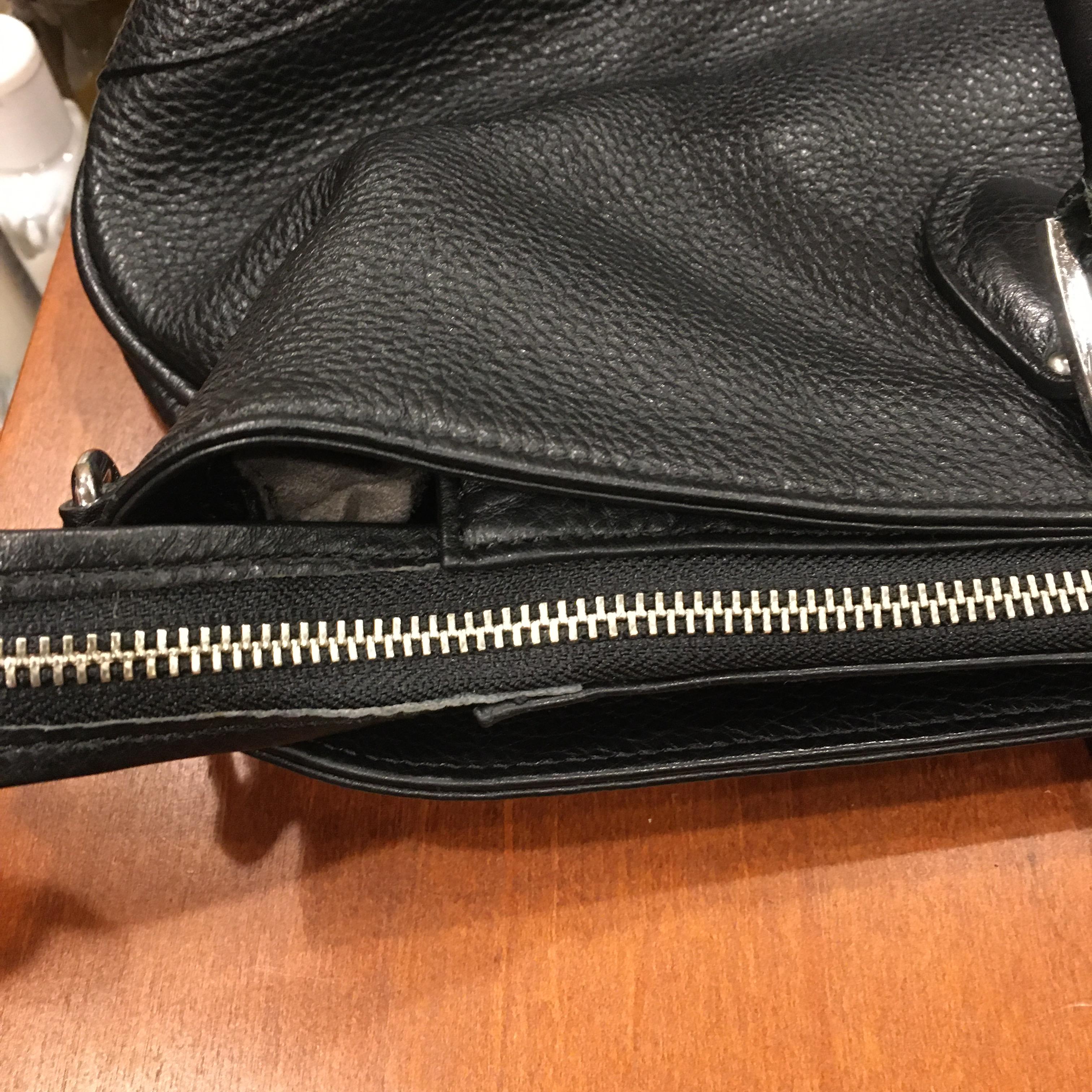 鞄のファスナー交換を行ないました