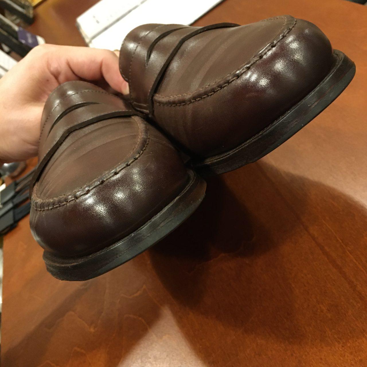 クロケットアンドジョーンズの革靴。つま先をゴムで補修したお話