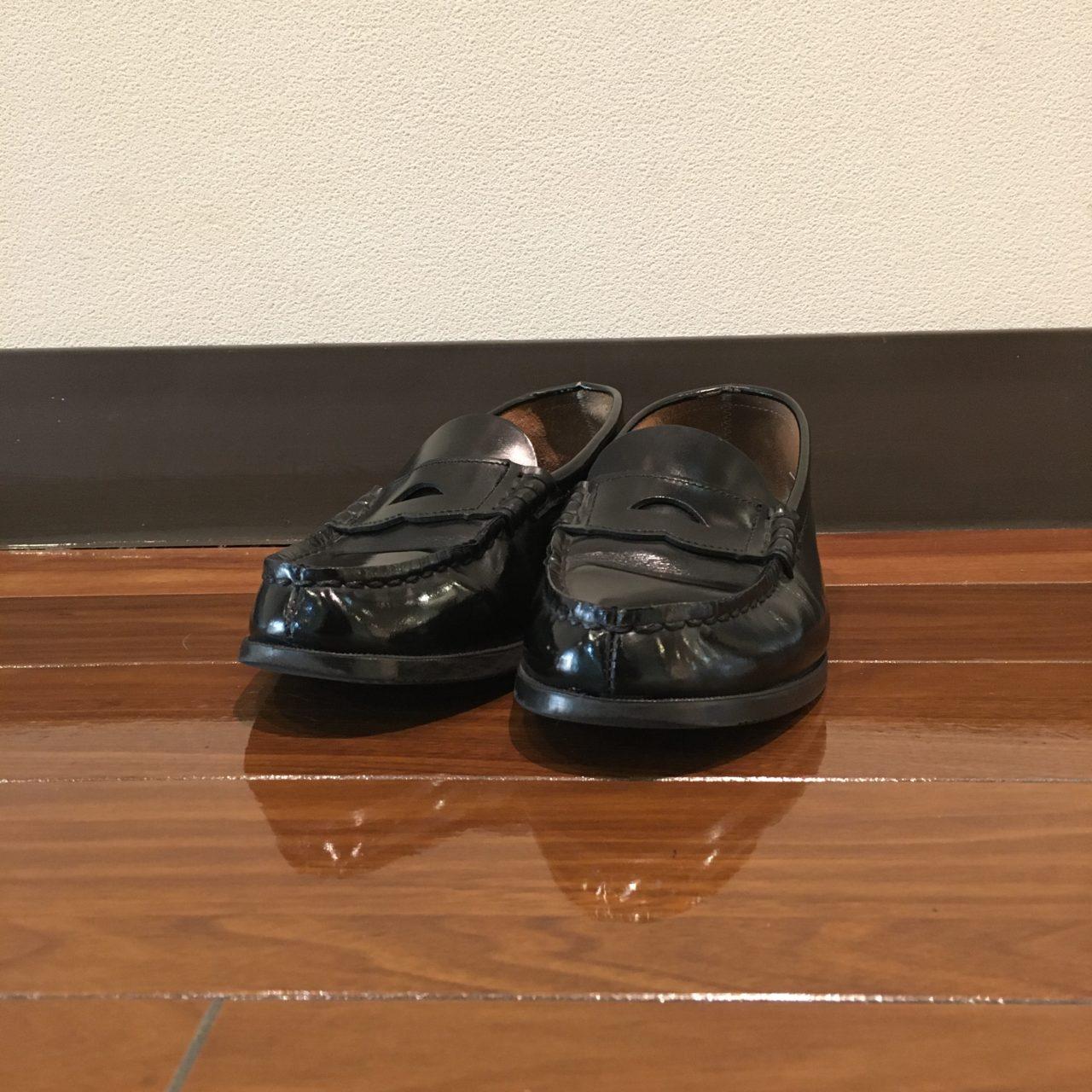 学生靴といえばハルタ。靴の擦れ跡をキレイに補修しました。