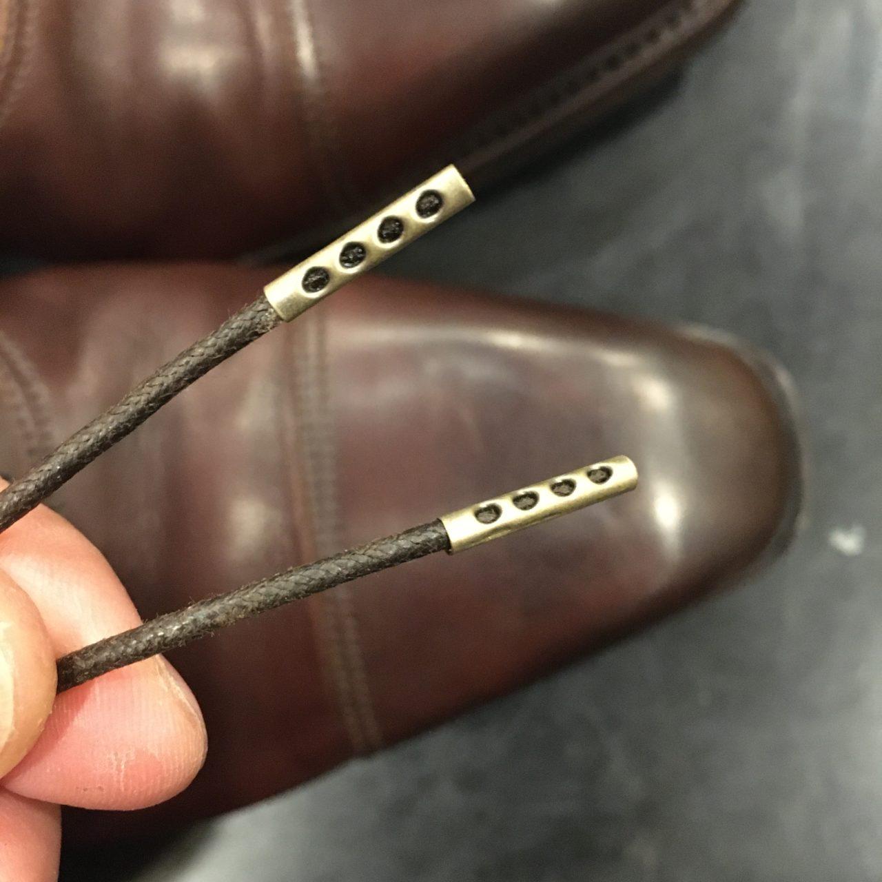 靴紐の先端にセル(金具)を取り付けました