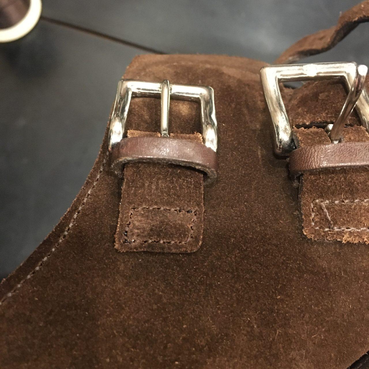 革靴のほつれを縫い直しました