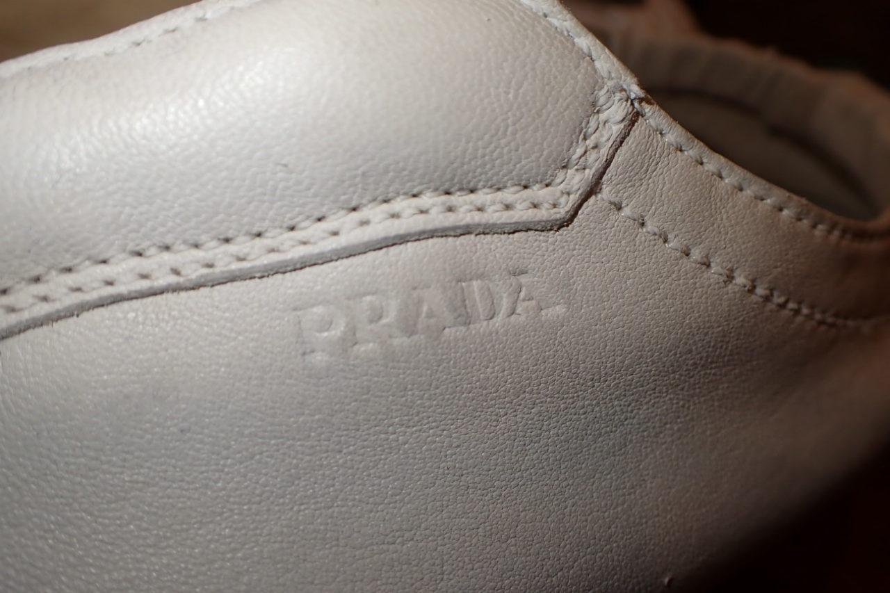 プラダのスニーカーをホワイトカラーリングしました。