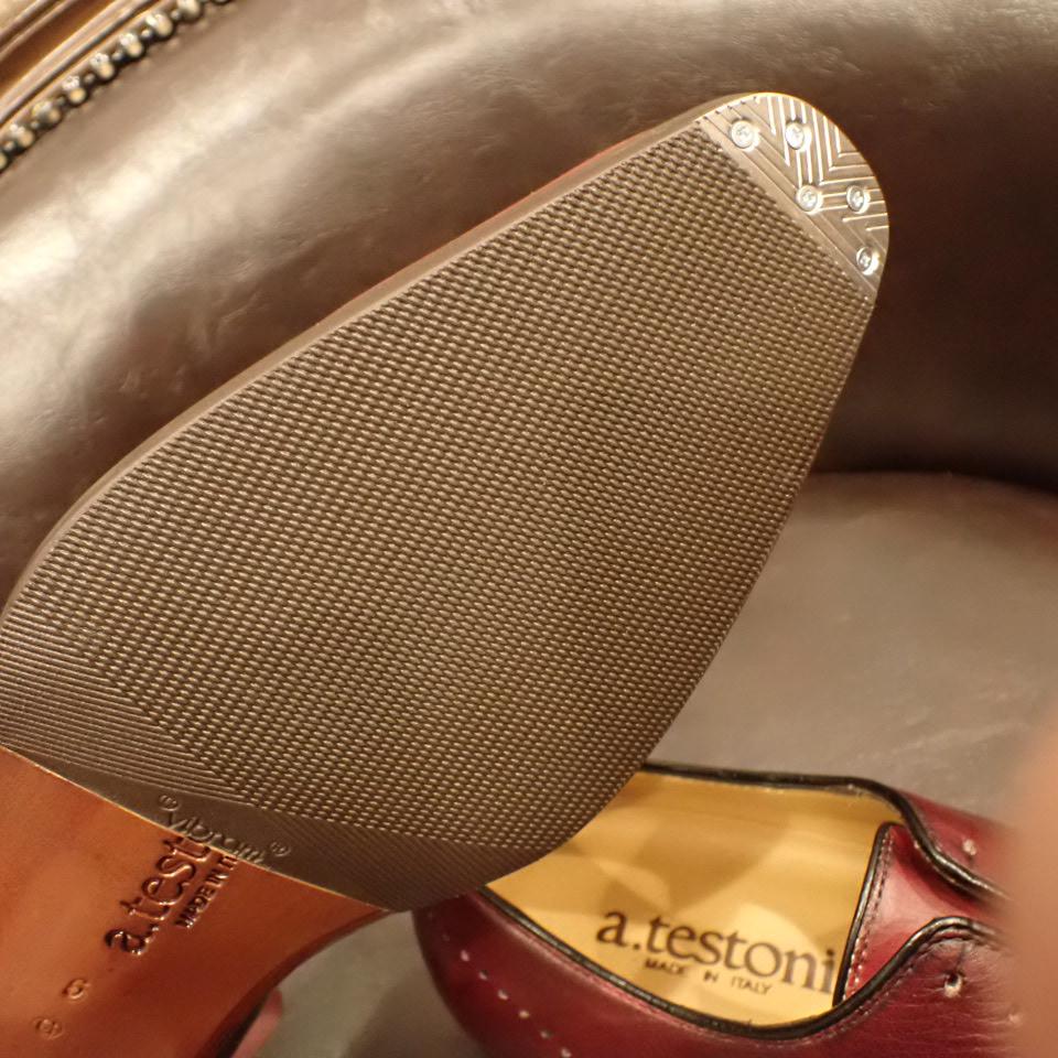 テストーニの革靴にハーフラバーソールとビンテージスチールを取り付けました