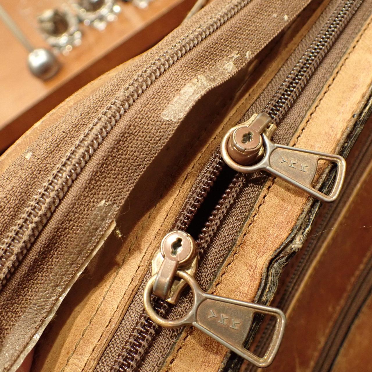 バッグのファスナー交換とバッグメンテナンスを行いました。